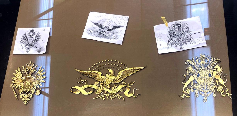 Décor peint à la feuille d'or - Vitrine boutique